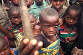 Fida auttaa taisteluja paenneita lapsia Goman leirillä itäisessä Kongossa.