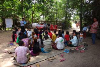 Opetustuokio kambodzalaiskylässä