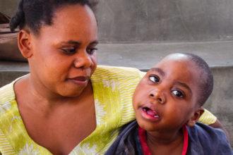 Apuvälineet, hoito ja lääkitys yhdessä asenteellisten ja rakenteellisten esteiden raivaamisen kanssa palauttavat vammaiset lapset takaisin kartalle.