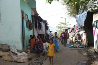 Intia on suurten vastakohtien maa. Arjun uskoo, että pyhäkoulu tuo toivon köyhissä ja vaikeissa olosuhteissa eläville lapsille.