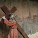 Kristus on totuttu näkemään taiteessa tietyn näköisenä, mutta entä silloin kun Kristus ilmestyy vieraassa hahmossa?