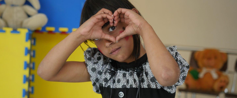 Rakkaus on ihmeellinen muutosvoima, joka vaikuttaa myös Itä-Euroopan köyhien ja syrjittyjen lasten elämässä.