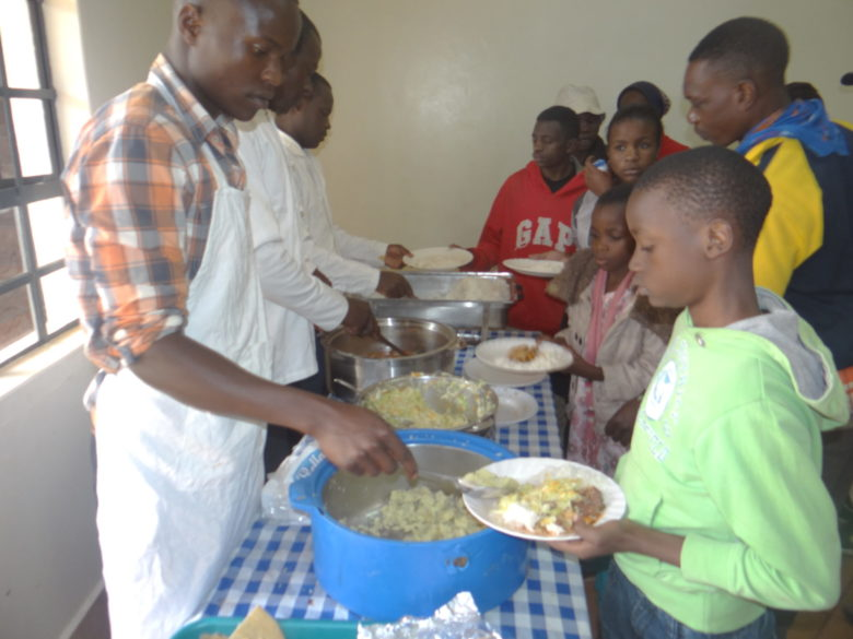 Maisha Poa -keskus järjestää katulapsille ruokailun joka päivä