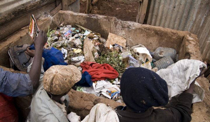 Kierrätystä slummissa - katulapset etsivät aarteita
