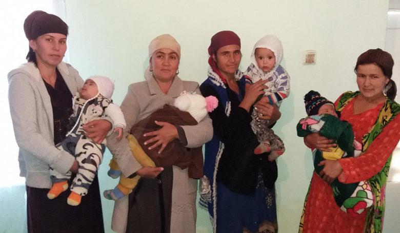 Tadžikistan: Äidit ja vauvat terveyskoulutuksessa