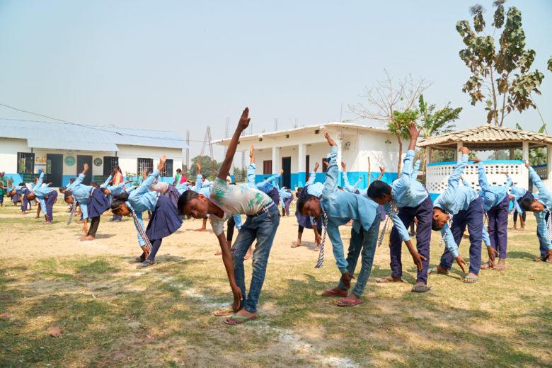 Ramgopalpurin koulussa on 388 oppilasta, joista yli puolet on daliteja. Nepalissa lapsilla on koulupuvut. Sen hinta voi koitua köyhille perheille esteeksi lähettää lapsi kouluun. Fidan koulussa kaikki lapset saavat anoa stipendiä koulukomitealta koulupuvun ostoon. Tänä vuonna jokainen koulumme oppilas sai koulupukustipendin.