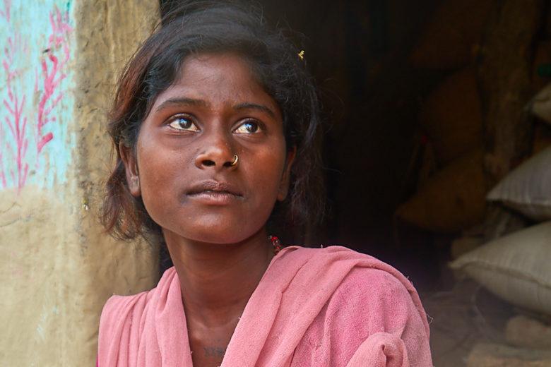 Sanju toivoo, että saisi suoritettua kaikki 12 luokkaa. Silloin hän olisi kylänsä ensimmäinen tyttö, joka olisi käynyt koulun loppuun. Sanju haaveilee siitä, että voisi opettaa myös muita. Hän toivoo itselleen parempaa elämää, kuin köyhillä kyläläisillä yleensä on.
