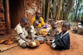 Eväät elämään auttaa Burundin batwoja