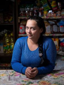 Masha perusti kylänsä ensimmäisen kaupan.