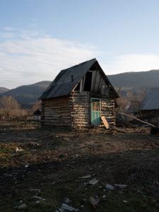 Romanit asuvat Ukrainassa todella ahtaissa slummihökkeleissä.