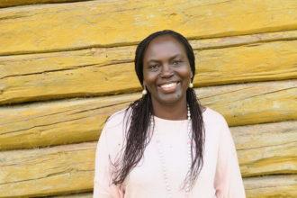 Kuvassa Paula Konttinen, joka näkee työssään Itä-Afrikan ohjelmapäällikkönä haasteita naisten oikeuksien toteutumisessa.